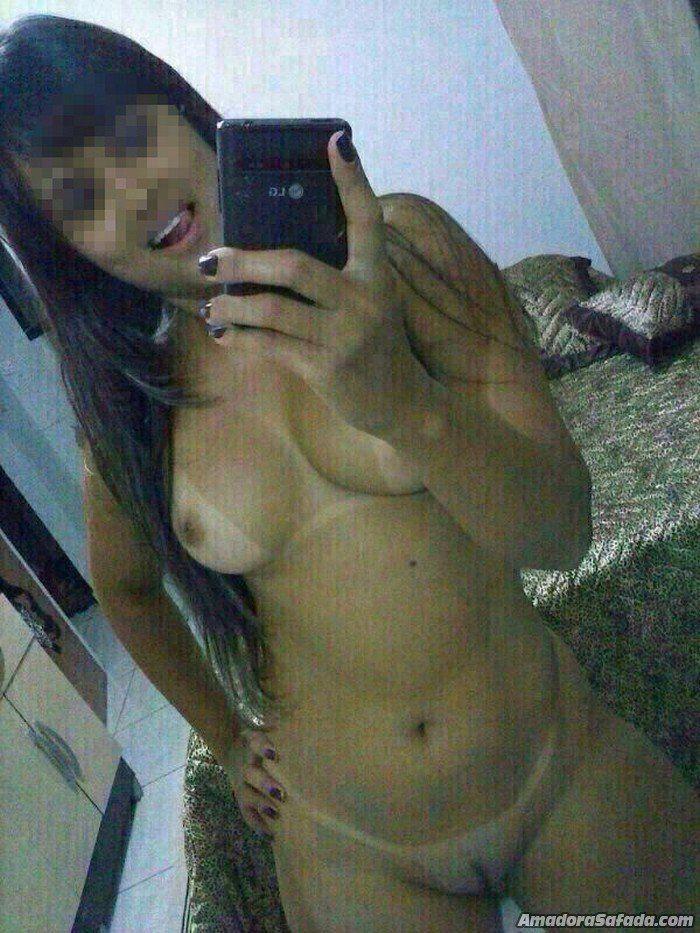 Vadia amadora caiu na net com fotos pelada na frente do espelho 3