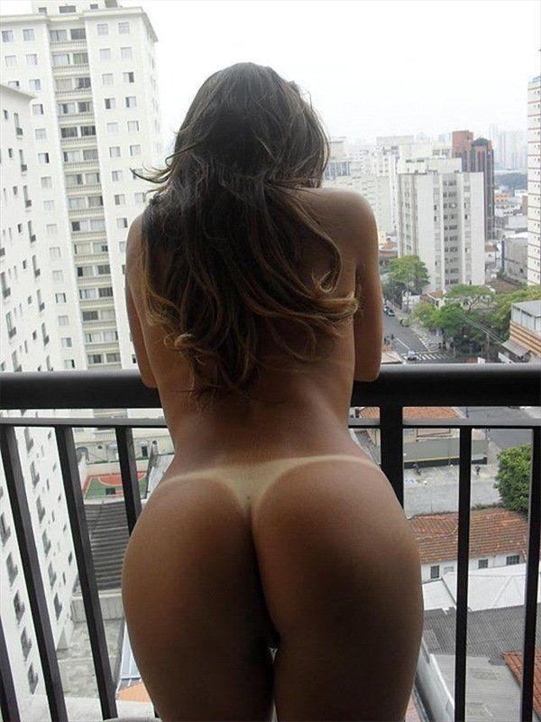 Patricinha cavala tirando fotos amadoras na varando do hotel