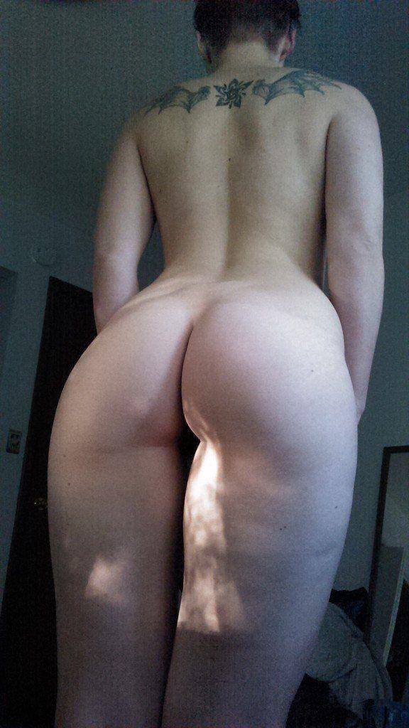 Magrinha gostosa sem roupa se mostrando na webcam sem vegonha alguma (7)