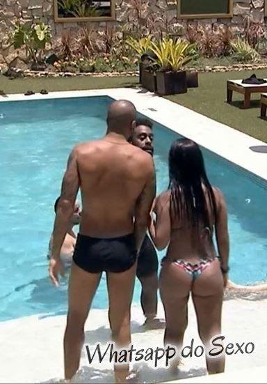 Gostosinhas do BIg Brother Brasil 2015 mostrando seus rabos na piscina da casa