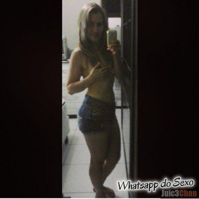 Loira muito puta caiu no whatsapp se mostrando pelada no espelhos e instagram (19)