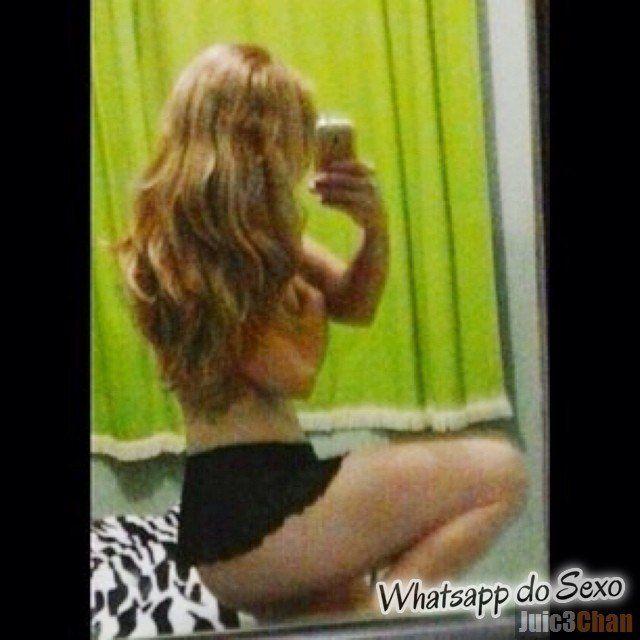 Loira muito puta caiu no whatsapp se mostrando pelada no espelhos e instagram (25)