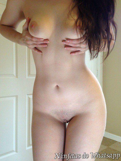 morena amadora tirando a roupa sem vergonha alguma pro seu namorado virtual (5)