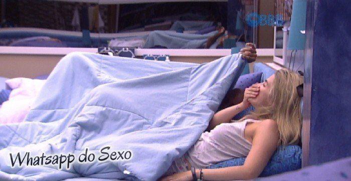 Aline BBB15 fazendo boquete em Fernando debaixo do edredom