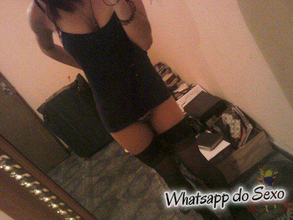 Roqueira gostosa caiu no whatsapp com fotos íntimas
