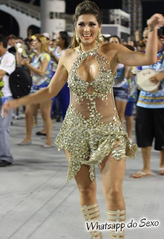 gostosas semi nuas desfilando no carnaval no Brasil confira agora mesmo (19)