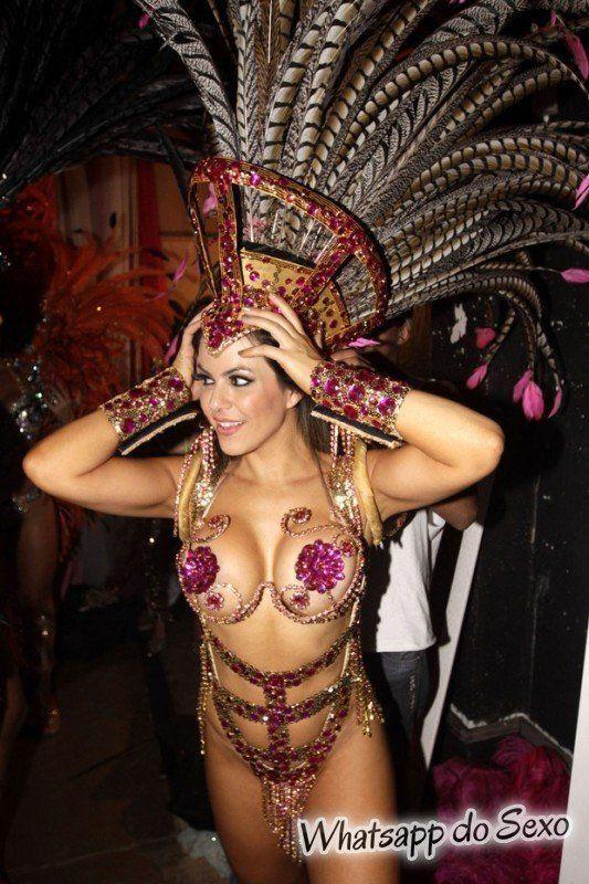 gostosas semi nuas desfilando no carnaval no Brasil confira agora mesmo (7)
