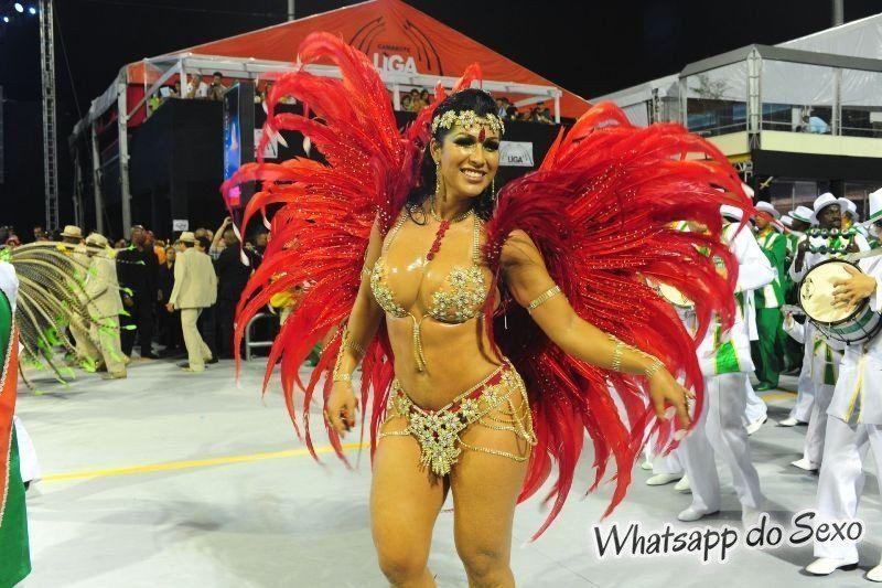 gostosas semi nuas desfilando no carnaval no Brasil confira agora mesmo (9)