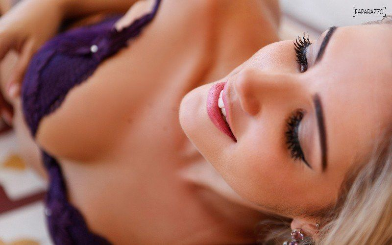 Aline Gotschalg BBB15 pelada na revista Paparazzo
