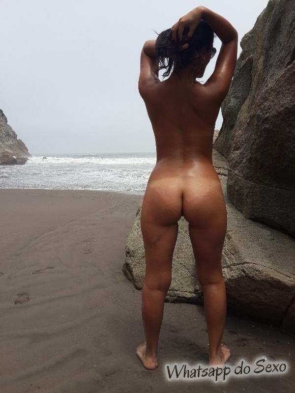 Gostosa caiu no whatsapp pelada na praia se exibindo