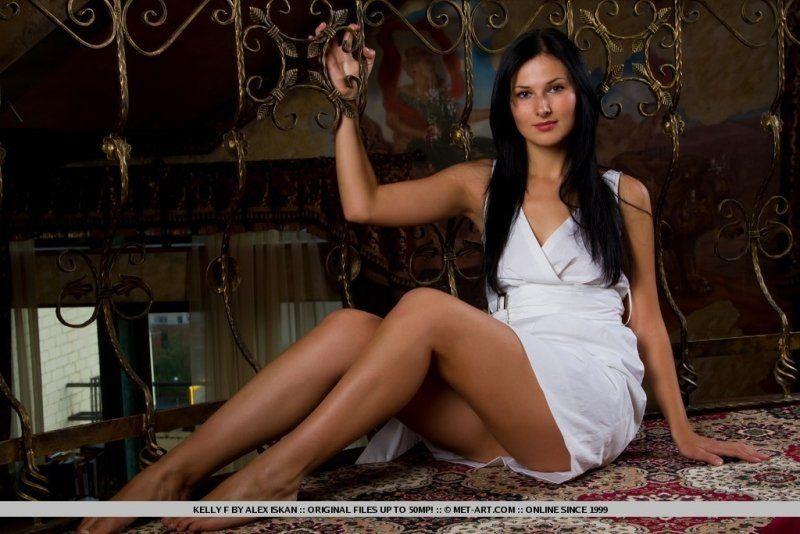Morena gostosinha de vestido branco sem calcinha