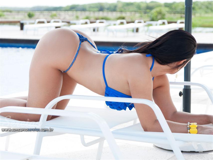 gostosa de biquininho ficando peladinha na piscina (54)
