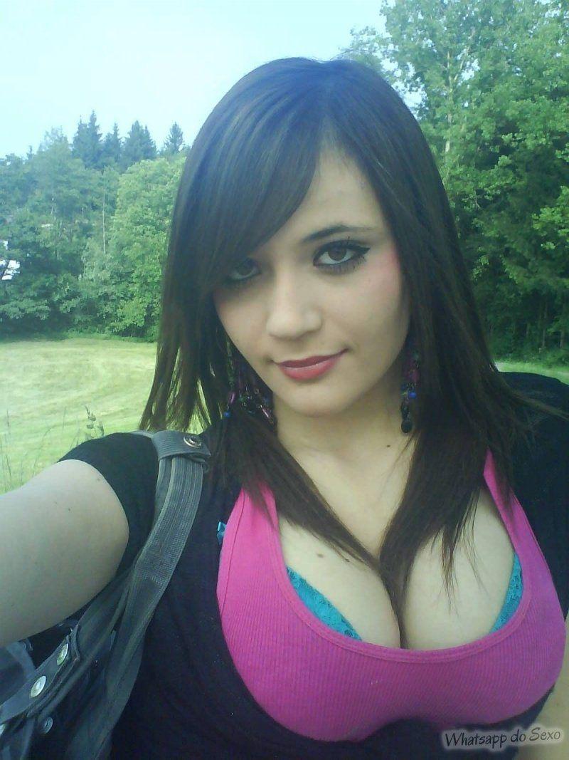 Morena peituda muito gostosinha na selfie porno