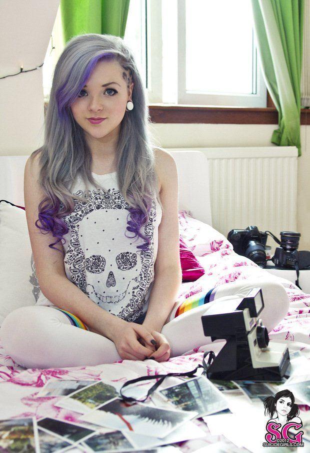 Maisie Suicide Girl, tatuada e muito gostosa nua