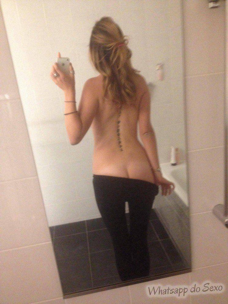caiu na net mais uma safadinha com sacanagem na frente do espelho (4)