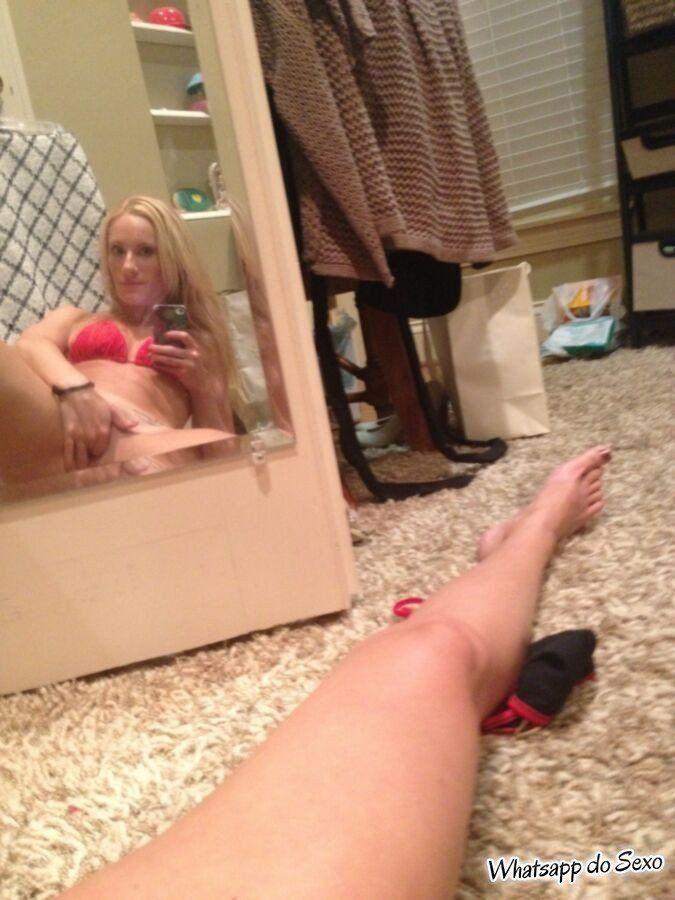 mais uma pervertida que caiu na net com fotos safadas (19)