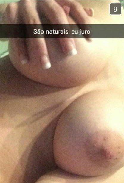 Novinha mostrando seus peitões