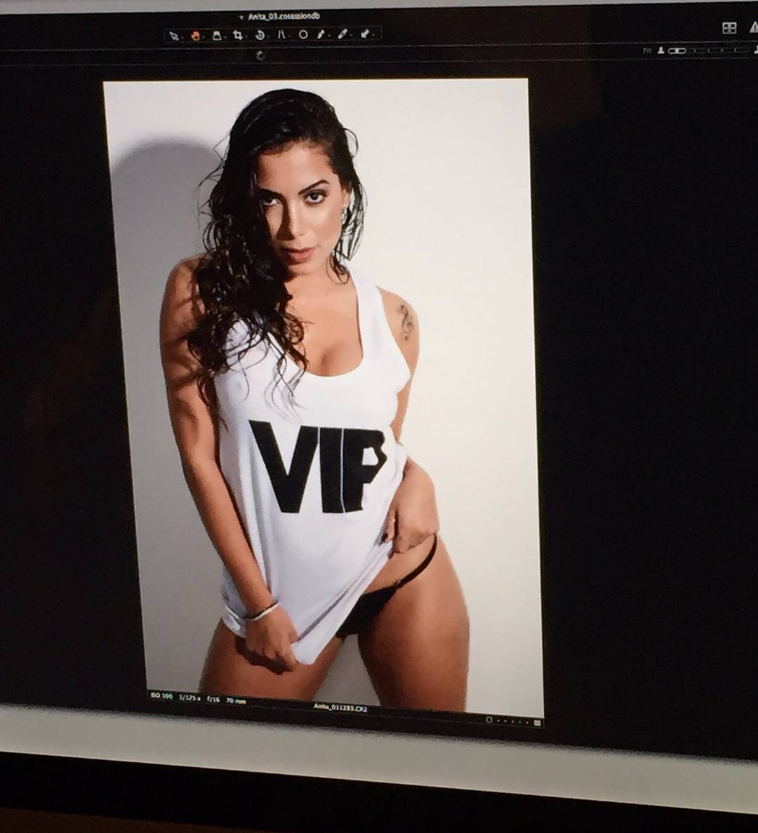 Anitta pelada na revista vip (2)