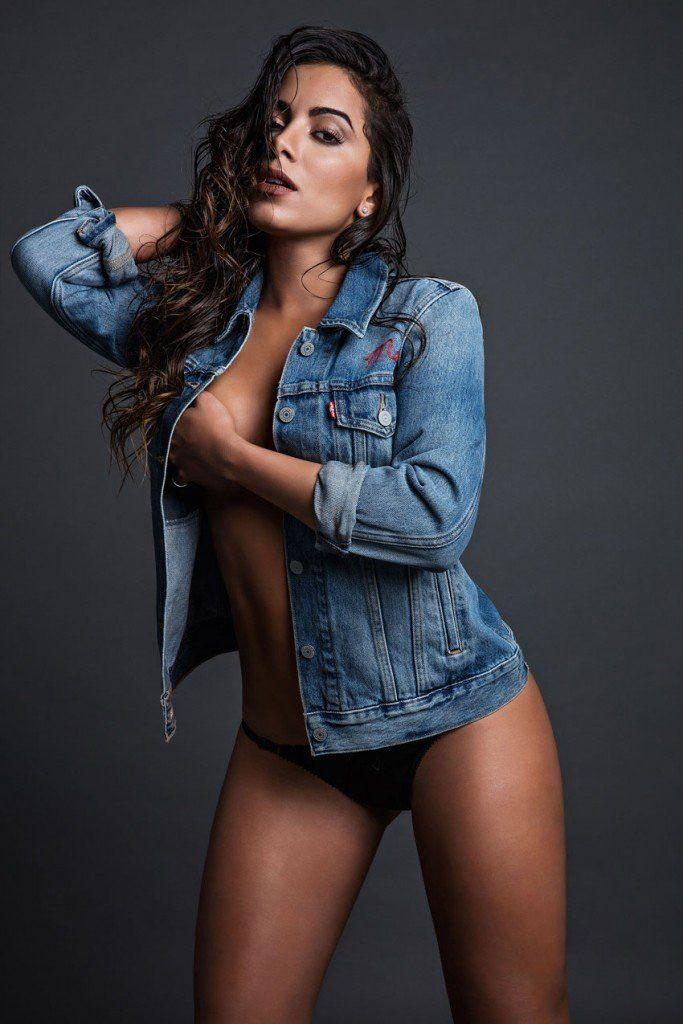 Cantora anitta em foto sensual para a revista vip