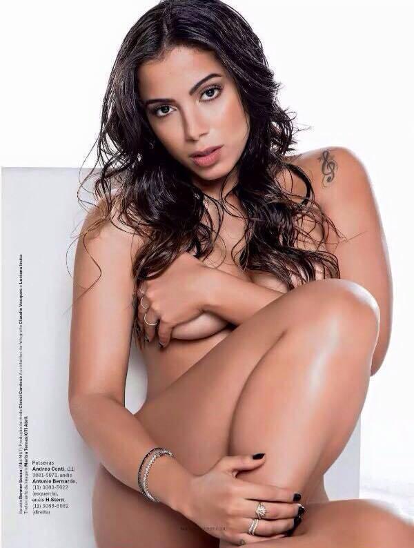 Anitta sem sutiã em ensaio sensual na revista vip