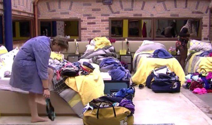 Fotos da Maria Claudia do Big Brother Brasil 16 sem calcinha (4)