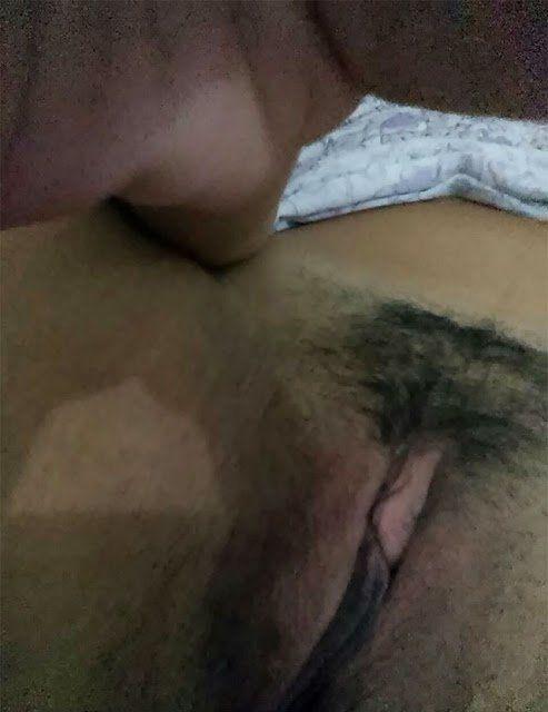 Loira gostosa com marquinha de biquini se exibindo pelada (6)