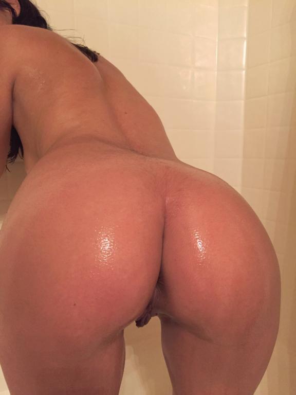Mulher gostosa pelada exibindo sua buceta peluda (18)