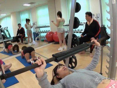 Japonesas transando na academia