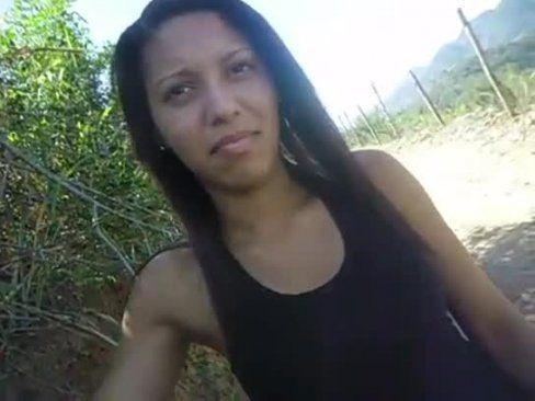 Moreninha Safada Chupando Rola no Mato