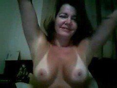 Coroa bronzeada pelada na webcam masturbando a xuranha