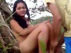 Novinha fudendo no mato com seu ficante safado