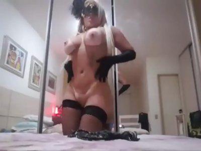 Sabrine Rabanne loira gostosa fazendo strip na webcam