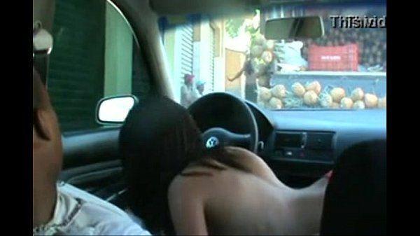 Putinha boqueteira fudendo no carro