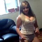 Loirinha safada rebolando de calcinha na webcam caiu no whatsapp