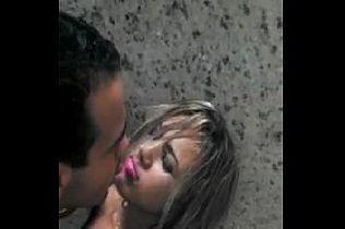 Bebada mamando pica no banheiro da festa de Barretos