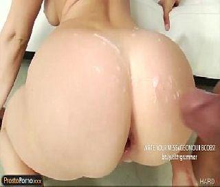 Gozada na bunda da loira gostosa depois do sexo anal
