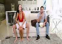 Casada entediada traindo com melhor amigo do marido