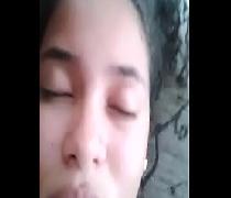 Moreninha da favela sendo filmada fazendo sexo