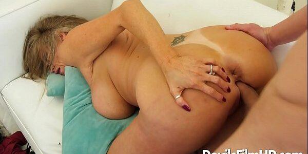 Porno com coroa gostosa peituda fodendo